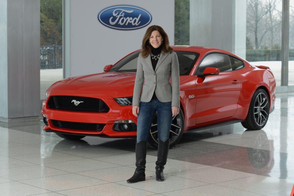 Những cực phẩm của phụ nữ trong thế giới xe hơi - 12