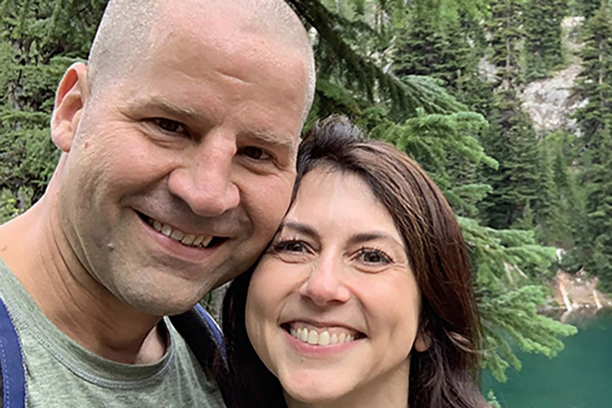 Vợ cũ ông chủ Amazon tái hôn với một giáo viên - 1