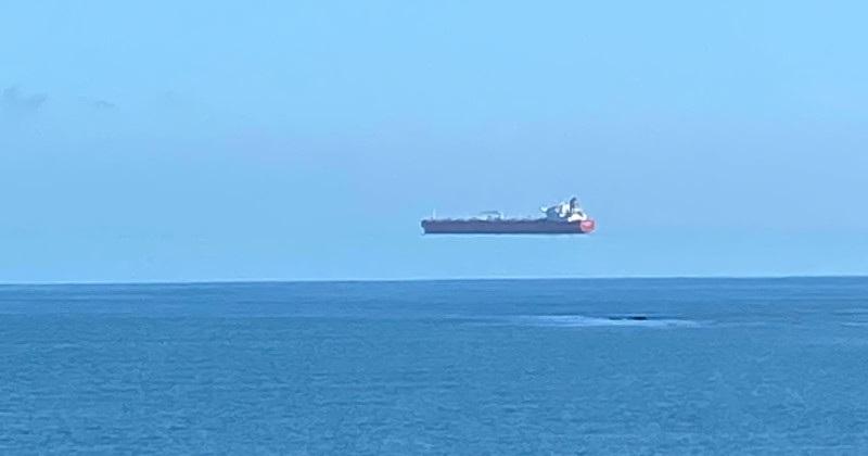 Bức ảnh con tàu bay khiến dân mạng tranh cãi, có phải tác phẩm Photoshop? - 1