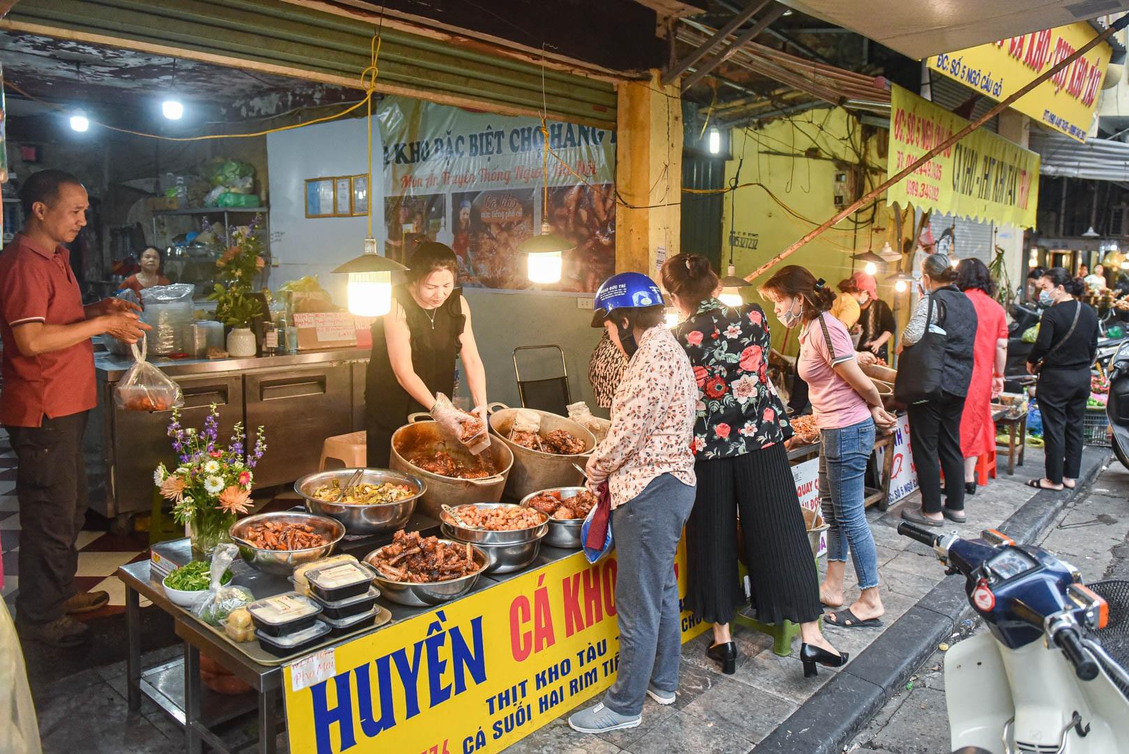 Khu chợ nhà giàu ở Hà Nội, ngày bán hàng trăm cân cá kho - 3