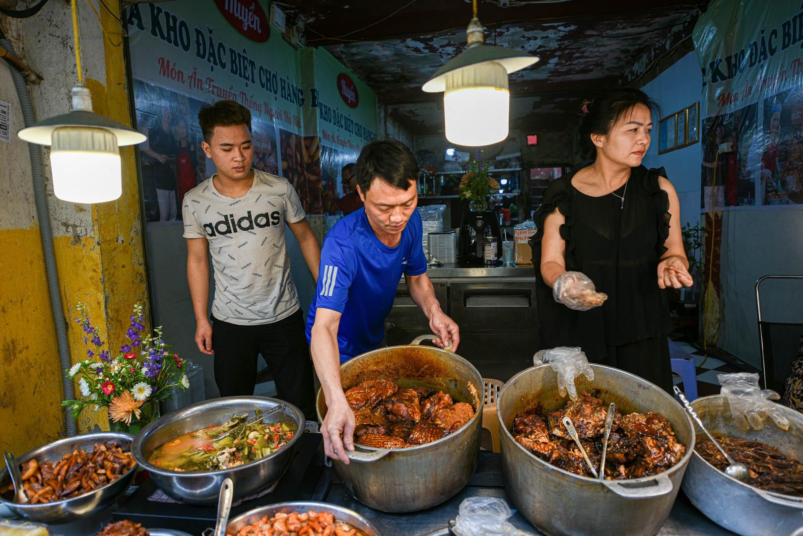 Khu chợ nhà giàu ở Hà Nội, ngày bán hàng trăm cân cá kho - 5