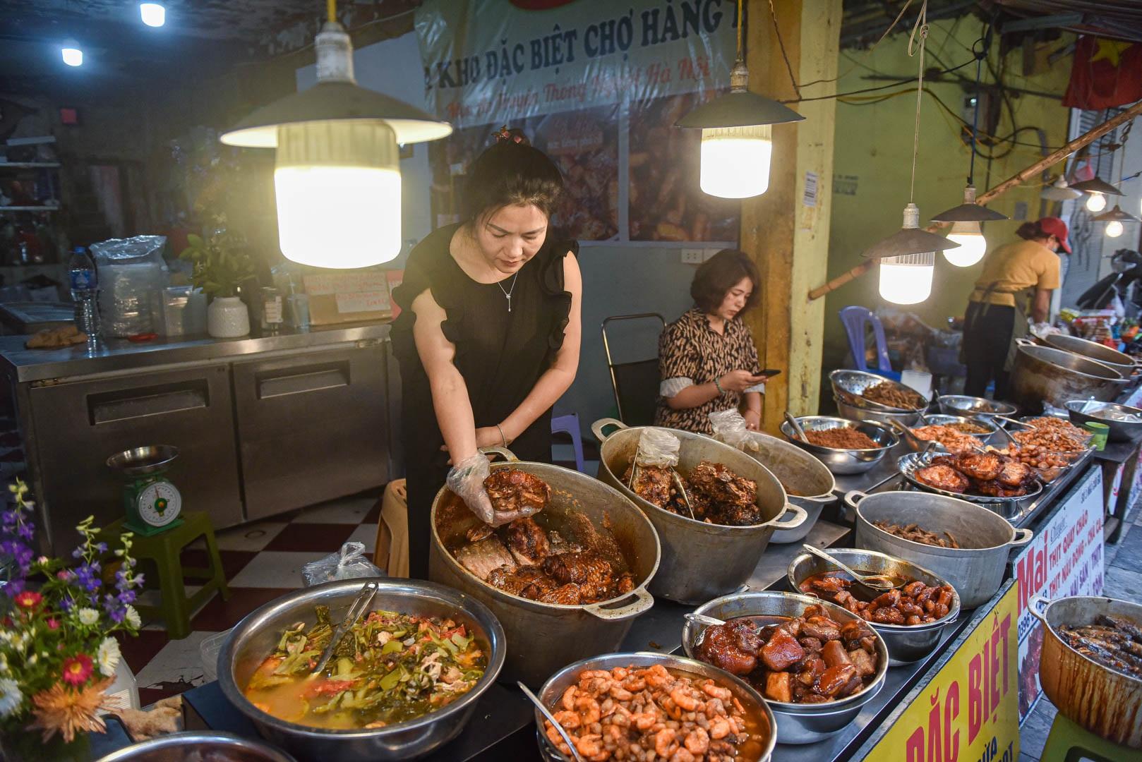 Khu chợ nhà giàu ở Hà Nội, ngày bán hàng trăm cân cá kho - 10