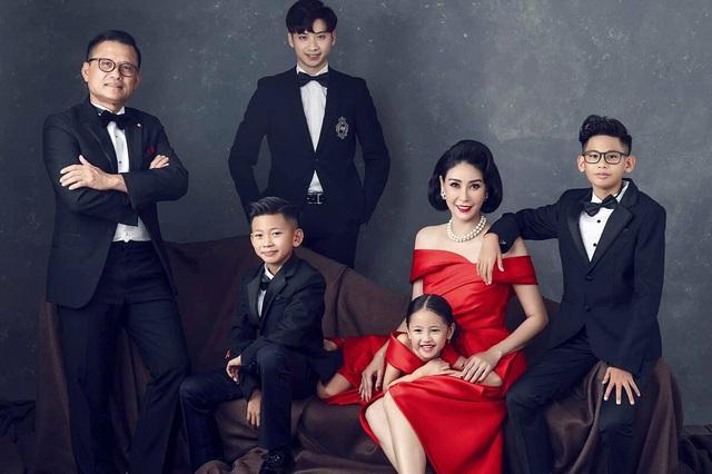 Cuộc sống sang chảnh, hạnh phúc của những hoa hậu Việt đông con - 16