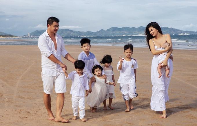 Cuộc sống sang chảnh, hạnh phúc của những hoa hậu Việt đông con - 4