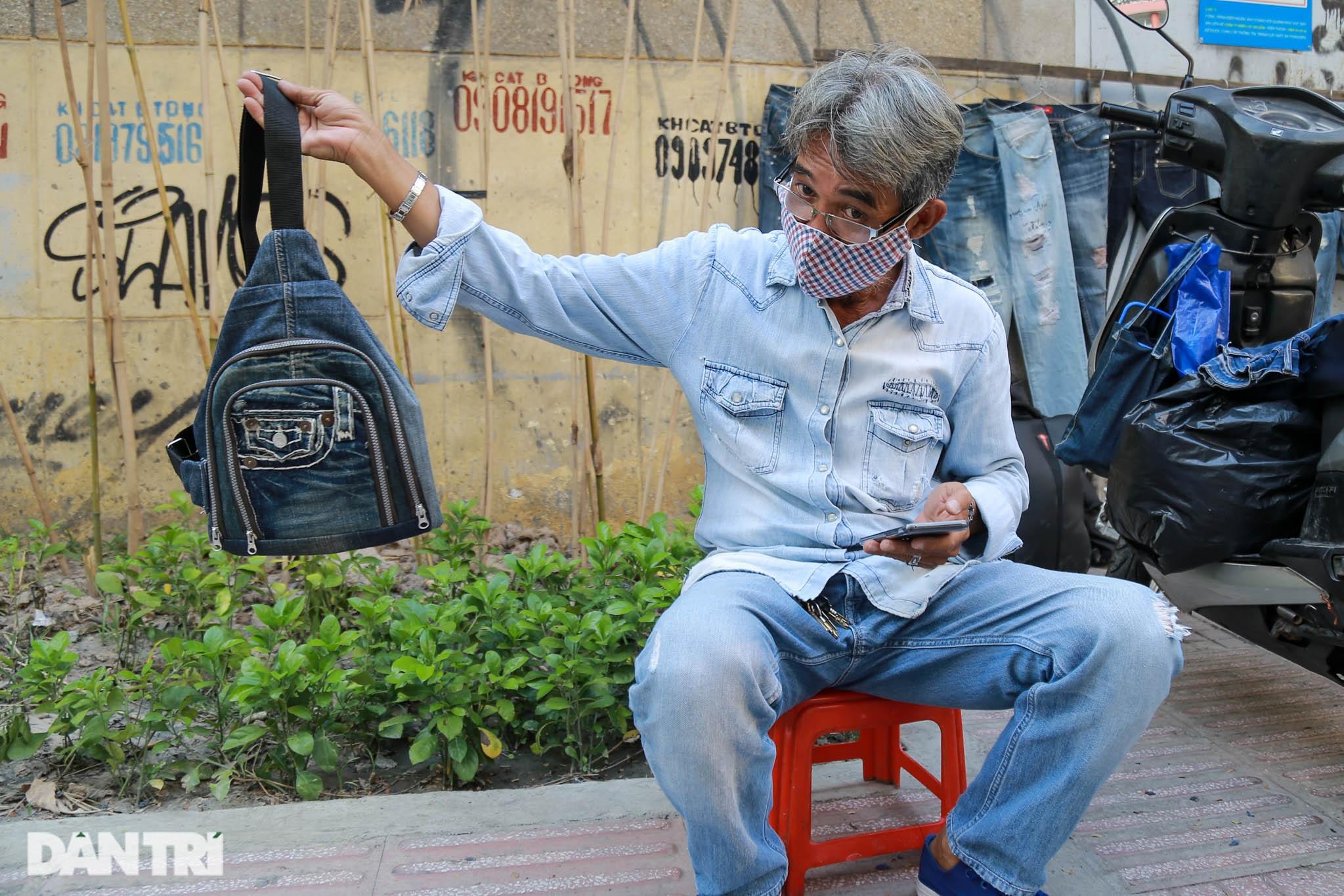 Người đàn ông làm nghề xé đồ jean với chiếc áo giá 20 triệu đồng - 12