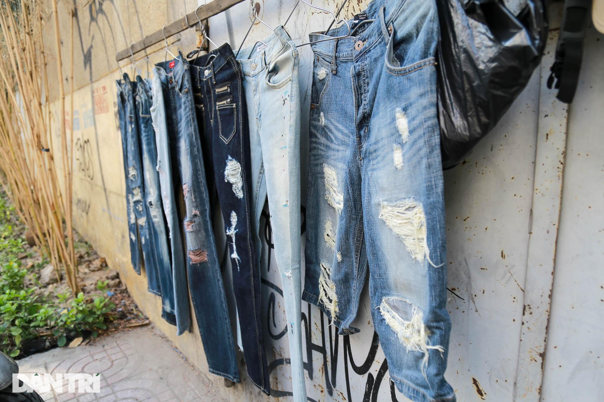 Người đàn ông làm nghề xé đồ jean với chiếc áo giá 20 triệu đồng - 9