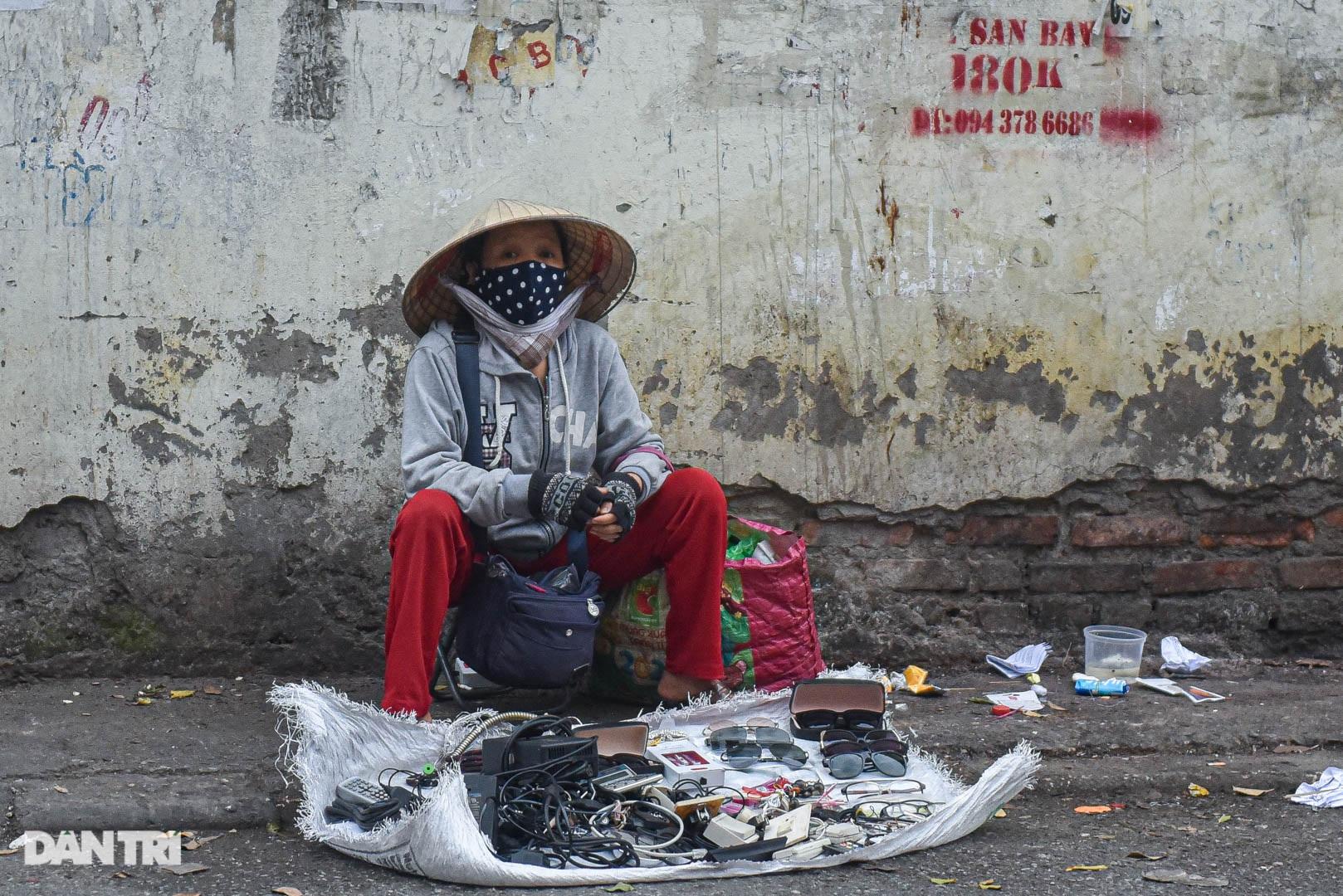 Khu chợ có cái tên độc, lạ bán đủ loại thượng vàng, hạ cám ở Hà Nội - 4