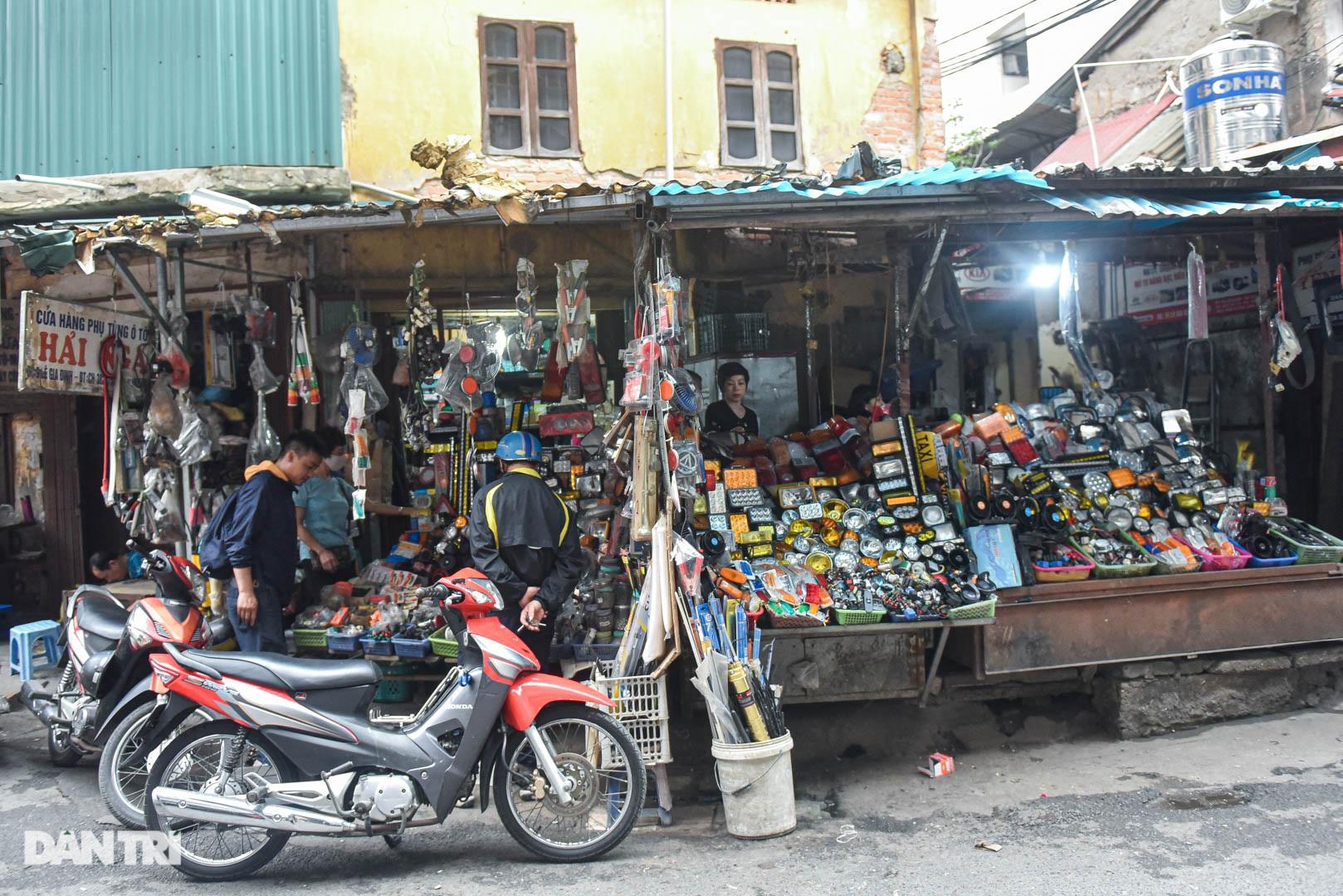 Khu chợ có cái tên độc, lạ bán đủ loại thượng vàng, hạ cám ở Hà Nội - 5