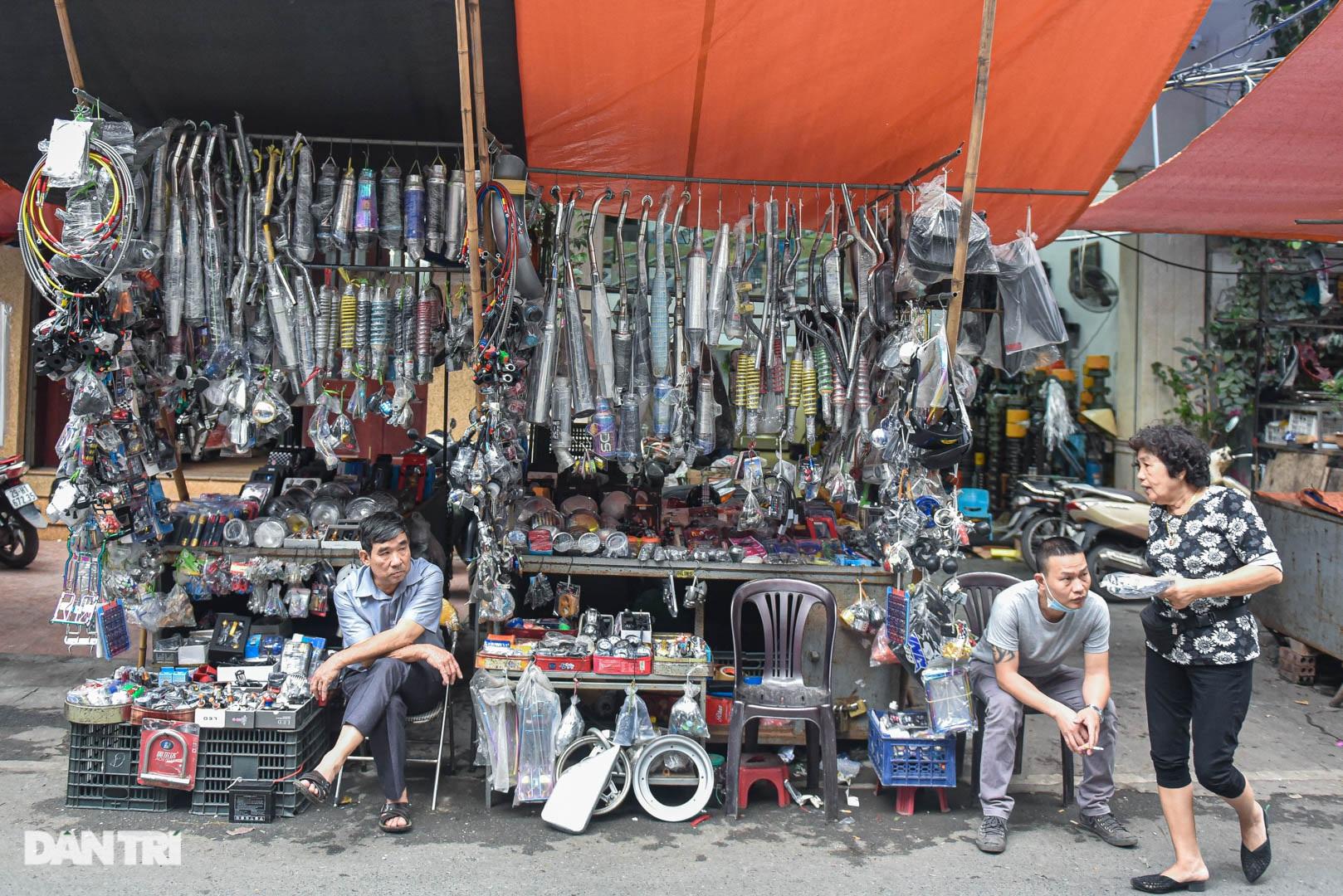 Khu chợ có cái tên độc, lạ bán đủ loại thượng vàng, hạ cám ở Hà Nội - 8