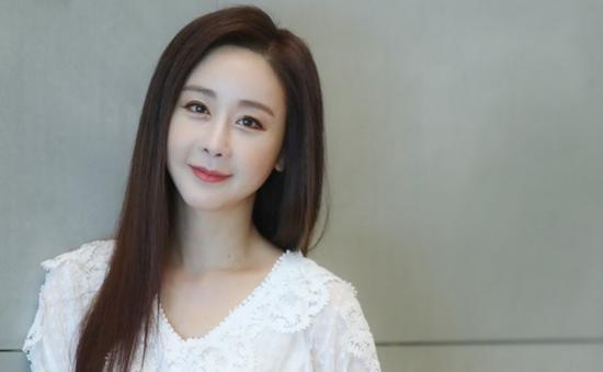 Hôn nhân nhiều thị phi của hoa hậu Hàn với phi công kém 18 tuổi - 1