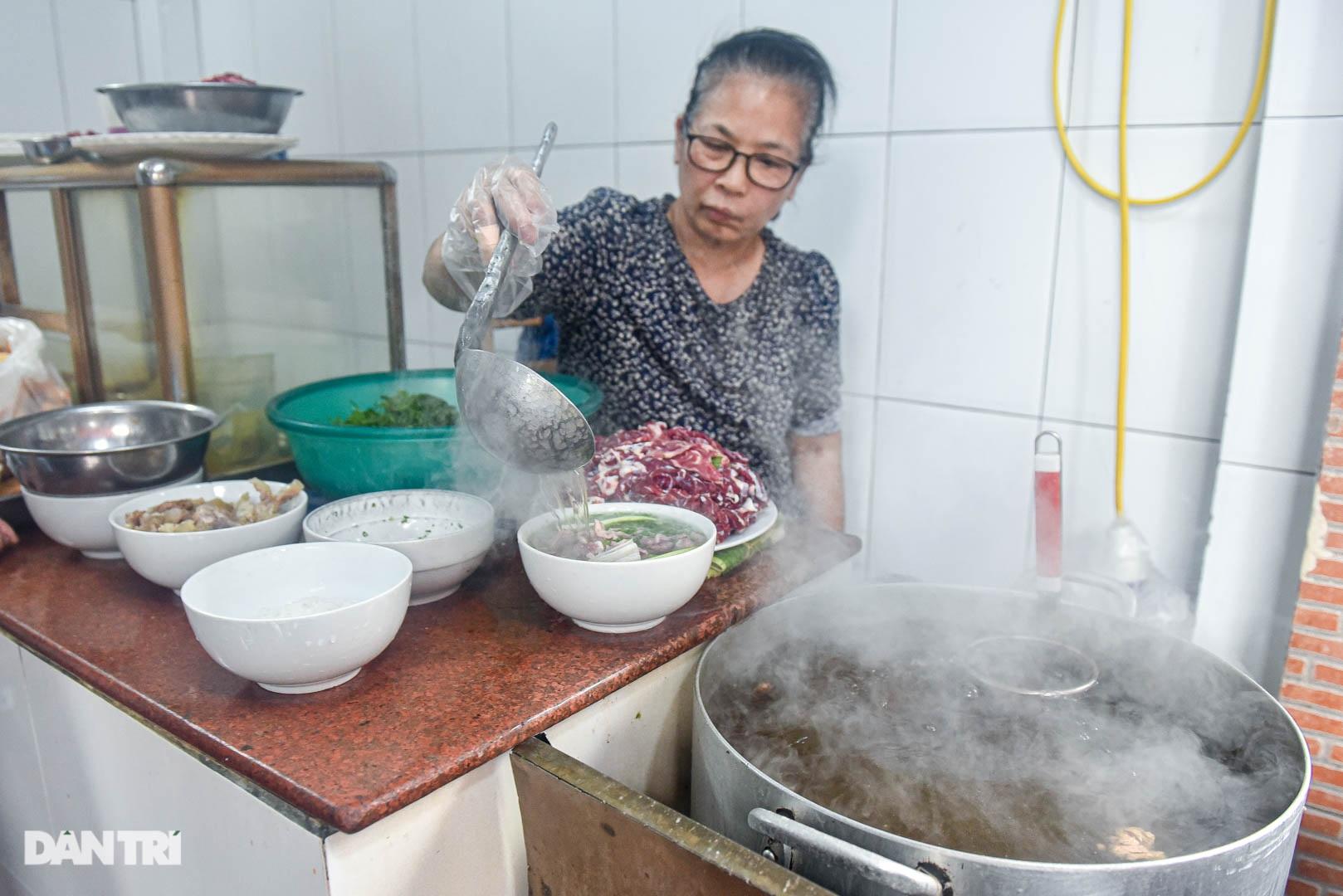 5 quán phở hút khách bậc nhất Hà Nội: Đã ngon, tên còn cực độc - 11