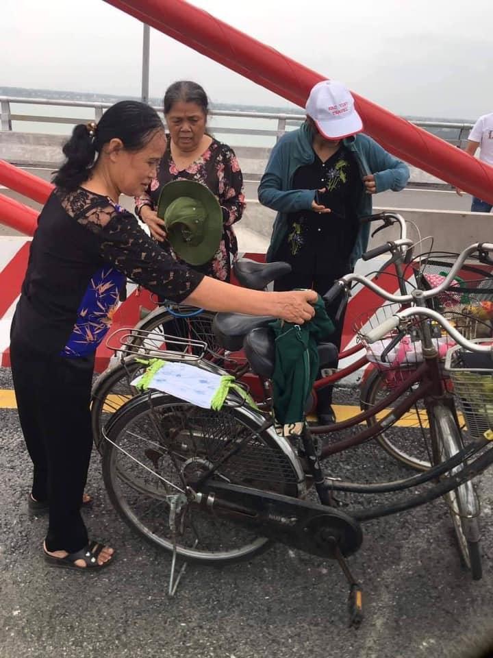 3 cụ bà phượt 60km bằng xe đạp để ngắm cây cầu dài nhất Bắc Trung Bộ - 2