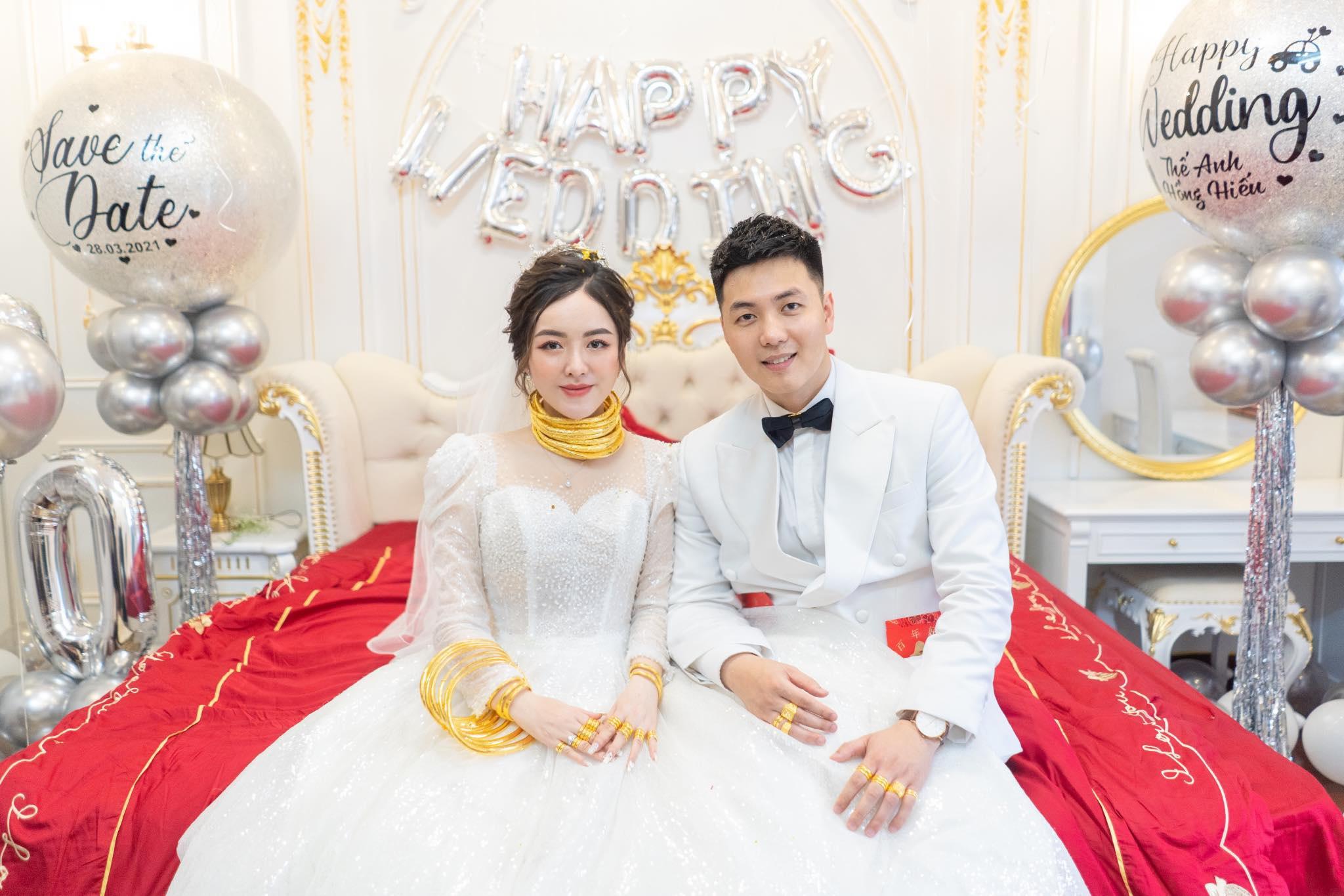 Cô dâu 9X xinh đẹp đeo vàng trĩu cổ, kín tay trong ngày cưới gây sốt mạng - 2