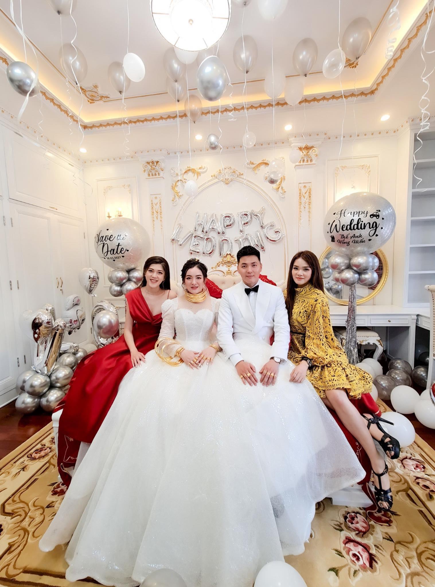 Cô dâu 9X xinh đẹp đeo vàng trĩu cổ, kín tay trong ngày cưới gây sốt mạng - 3