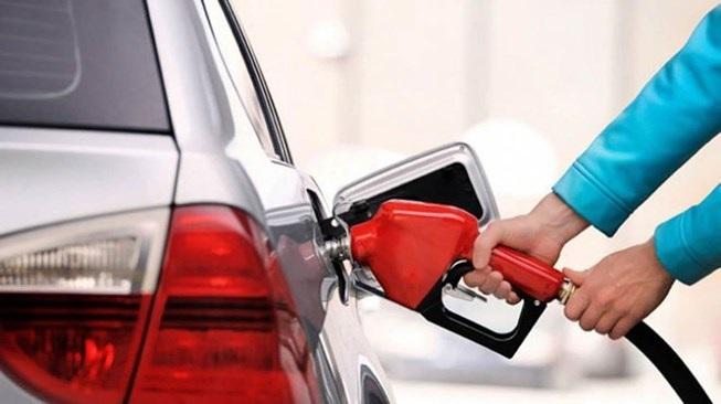 Ô tô ngốn xăng: Tài xế bỏ thói quen dưới đây sẽ thấy cải thiện - 1