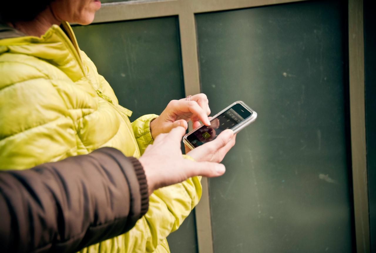 Tên cướp điện thoại trả lại thiết bị cho nạn nhân vì lý do bất ngờ - 1