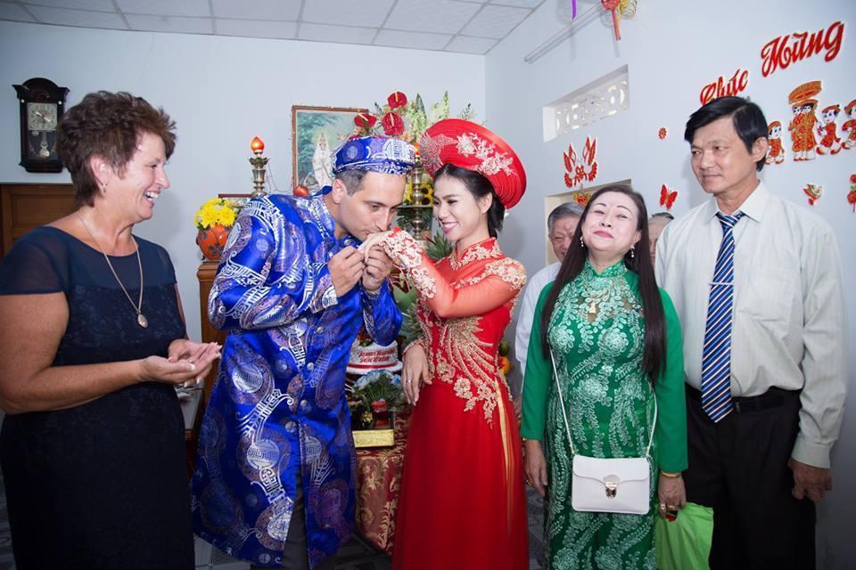 Kỹ sư người Anh say nắng cô gái Việt, vượt đại dương để cầu hôn bằng được - 3