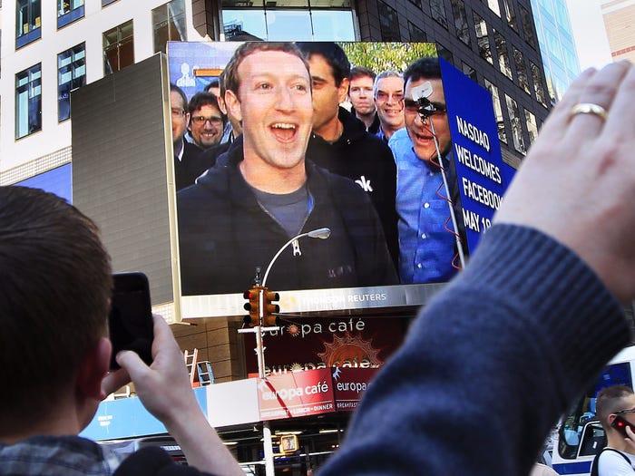Kiếm 40 tỷ USD mỗi năm, ông chủ Facebook đang tiêu tiền như thế nào? - 1