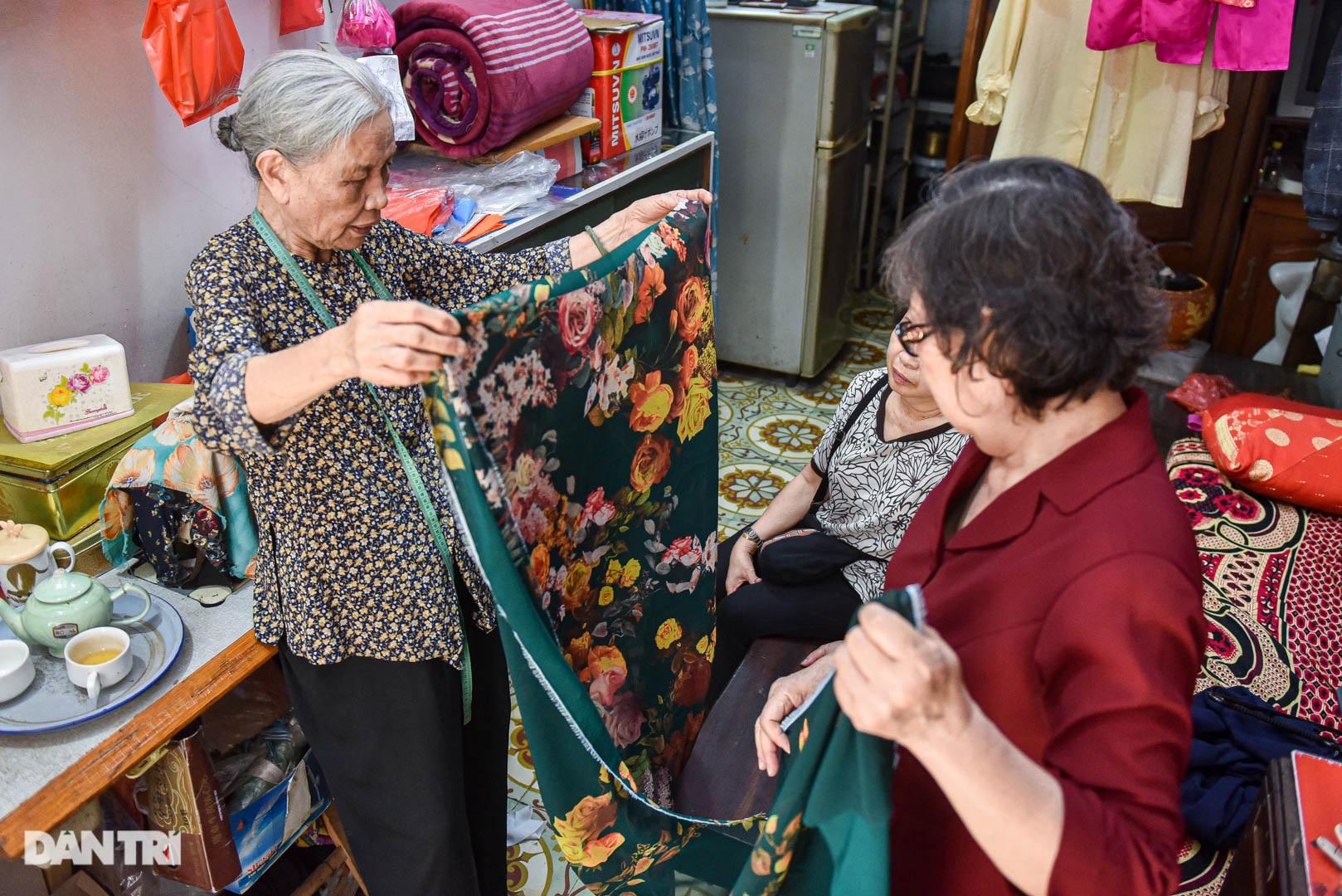 Tiệm áo dài 4 đời được trả 400 cây vàng mà không bán của cụ bà 81 tuổi - 7
