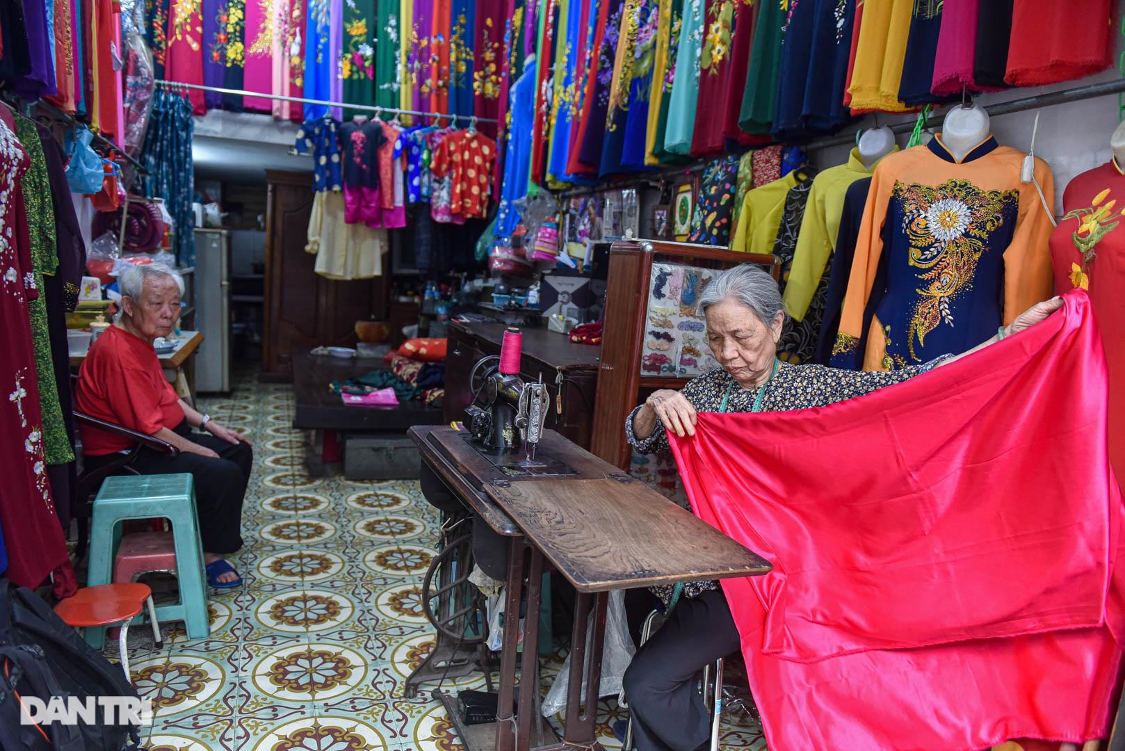 Tiệm áo dài 4 đời được trả 400 cây vàng mà không bán của cụ bà 81 tuổi - 4