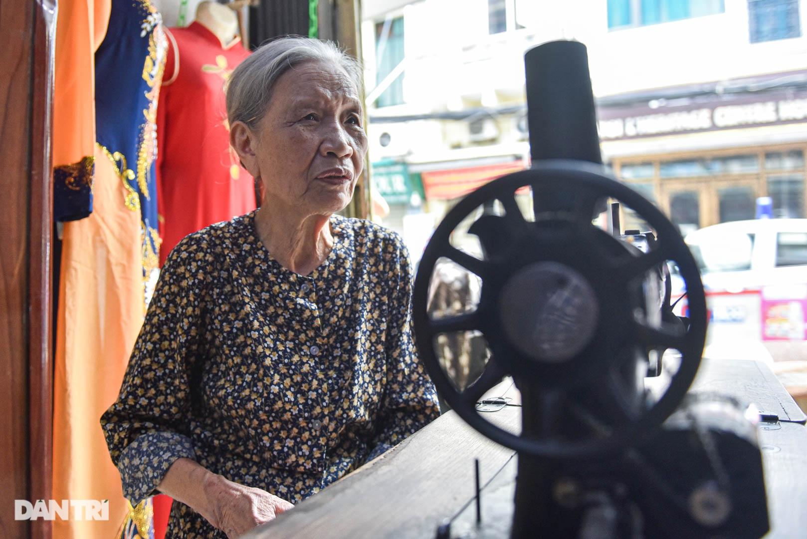 Tiệm áo dài 4 đời được trả 400 cây vàng mà không bán của cụ bà 81 tuổi - 11