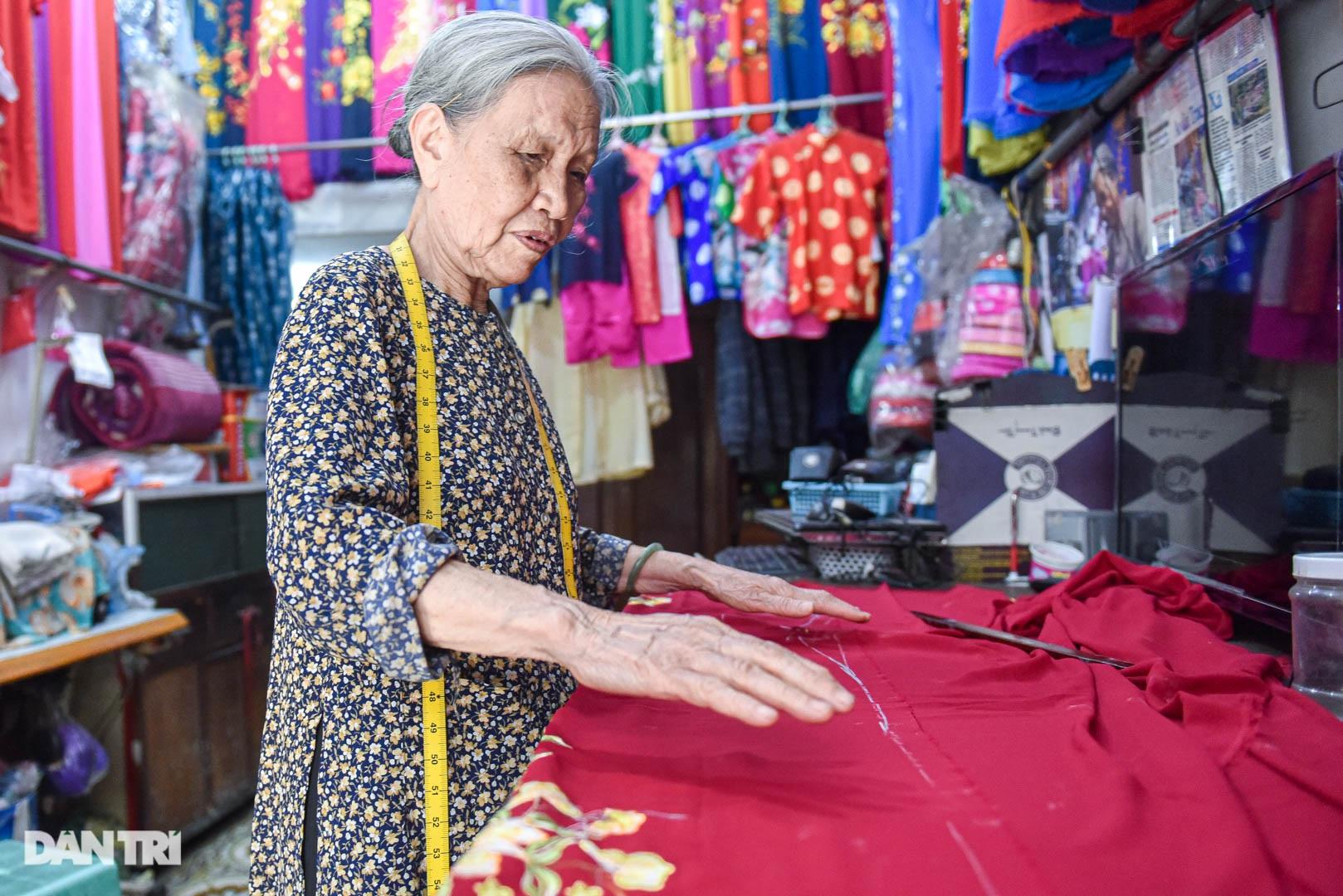 Tiệm áo dài 4 đời được trả 400 cây vàng mà không bán của cụ bà 81 tuổi - 1