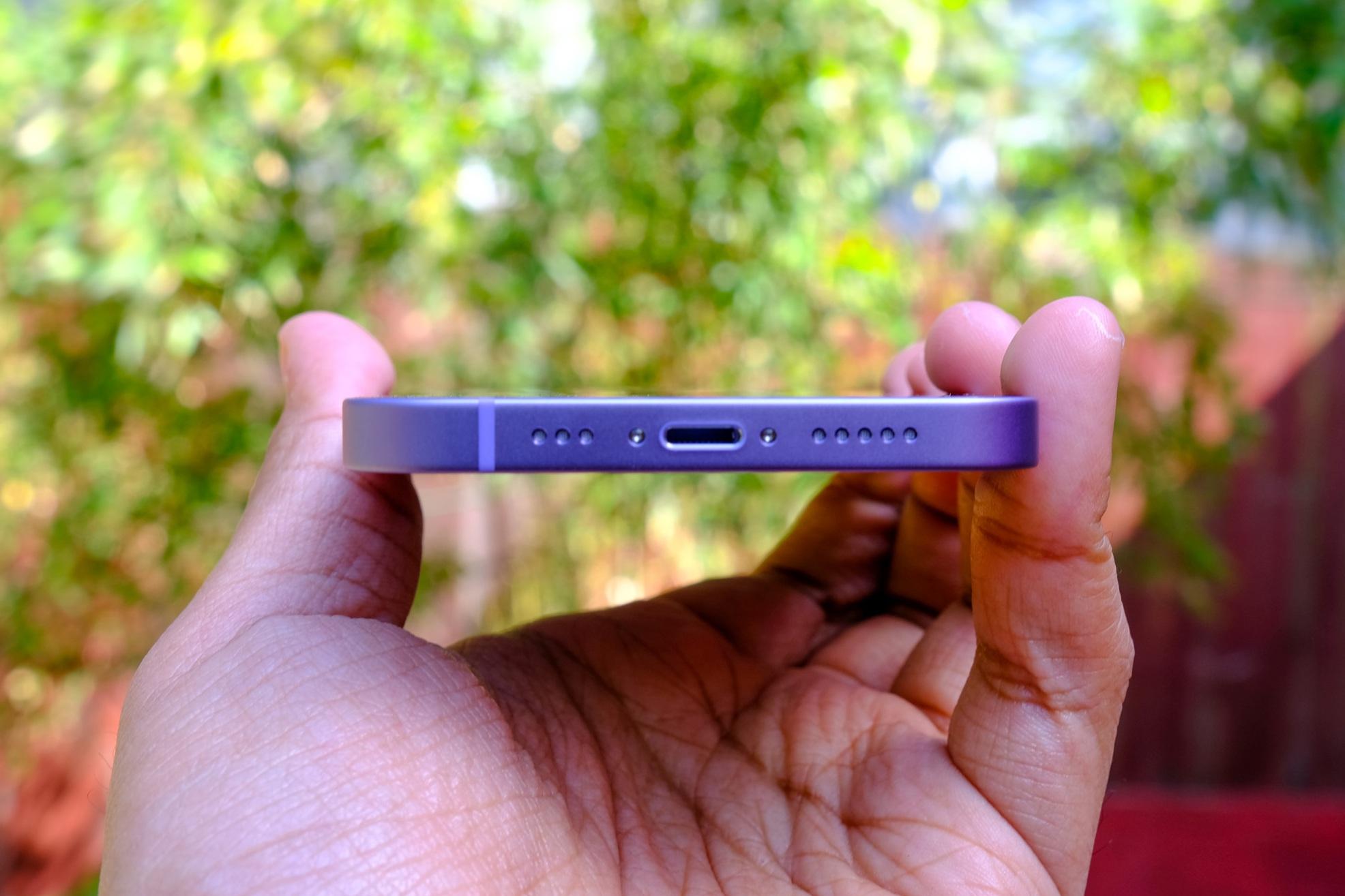 Cận cảnh chiếc iPhone 12 màu tím mà Apple vừa ra mắt - 7
