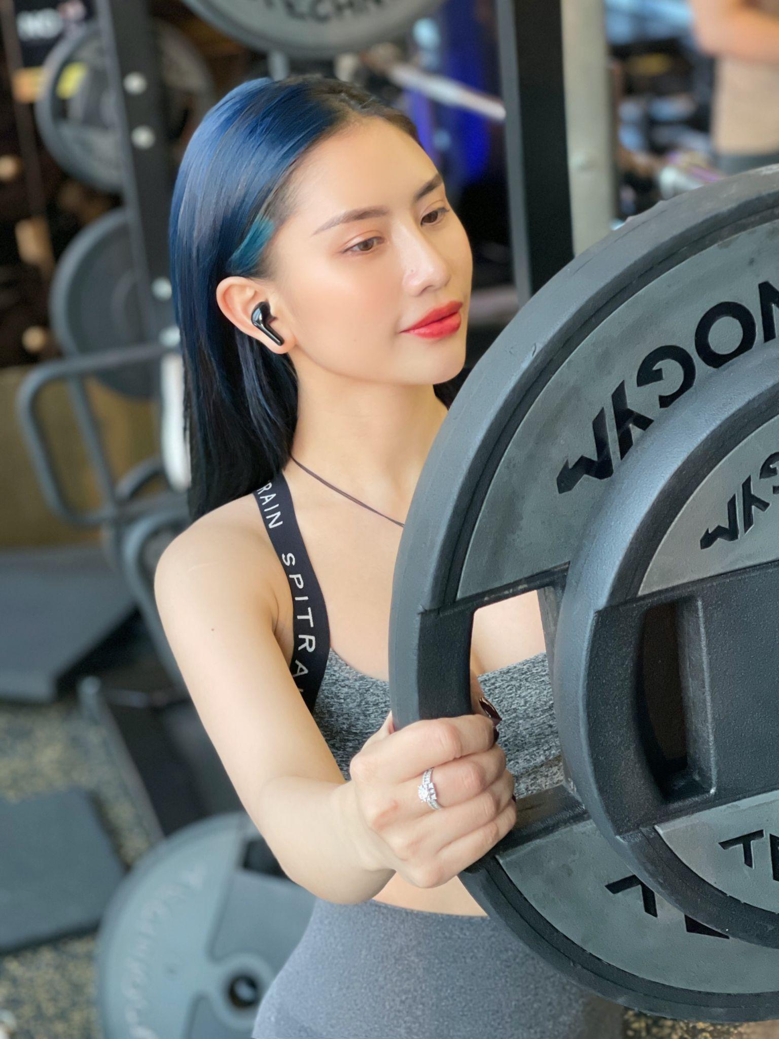 Nữ HLV thể dục gợi cảm chia sẻ bí quyết sở hữu thân hình đồng hồ cát - 3