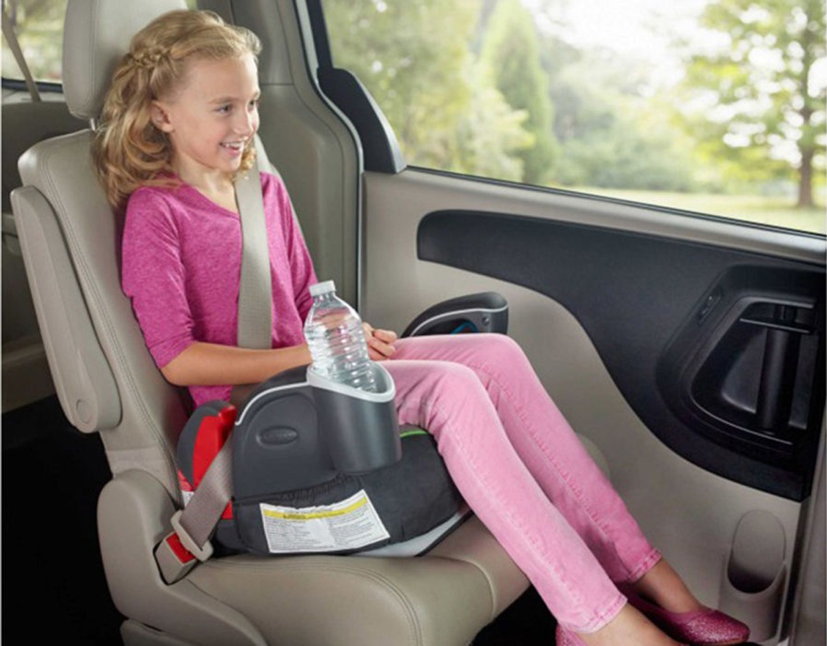 Có trẻ ngồi trên ô tô, phụ huynh cần lưu ý gì để đảm bảo an toàn? - 1
