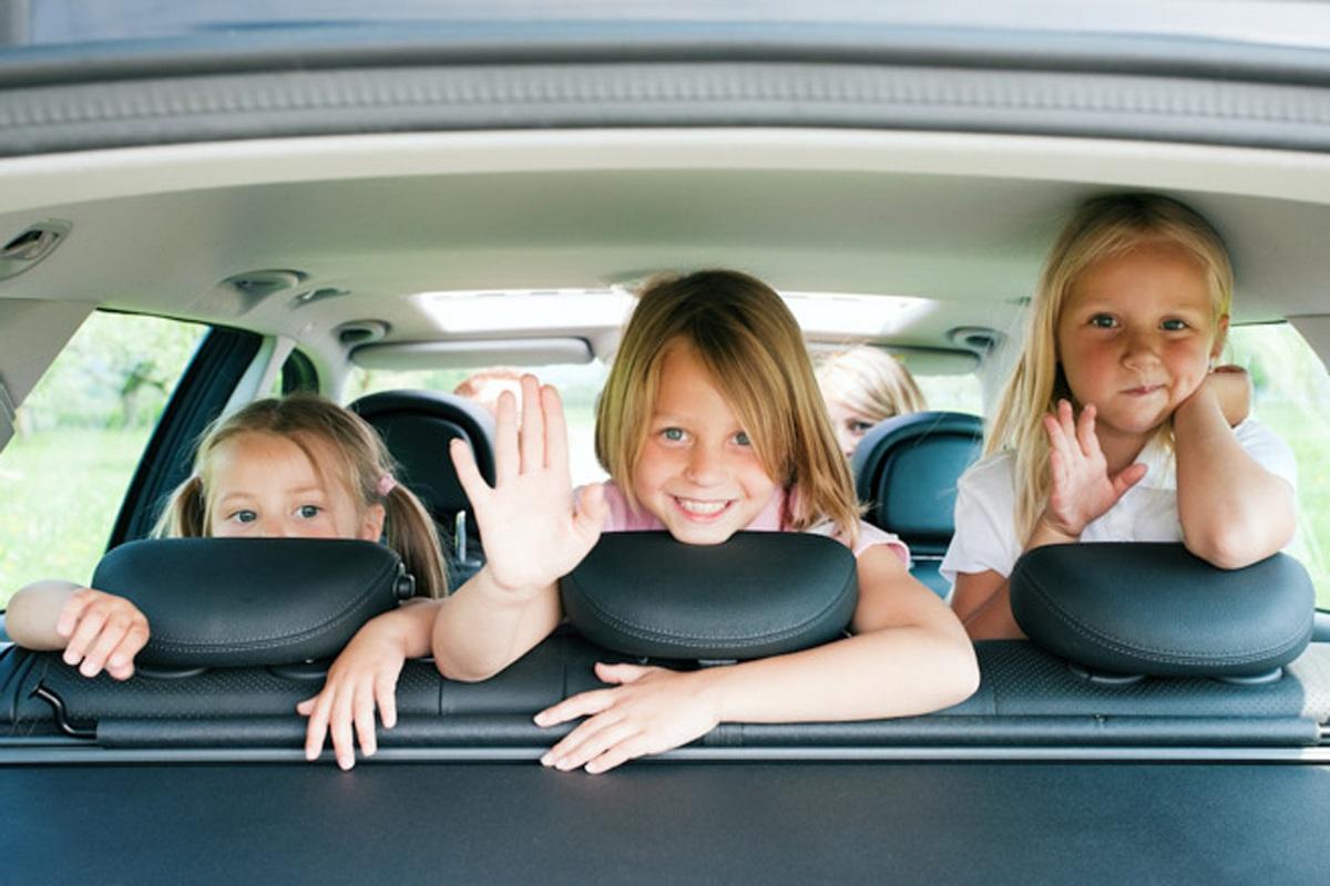 Có trẻ ngồi trên ô tô, phụ huynh cần lưu ý gì để đảm bảo an toàn? - 2