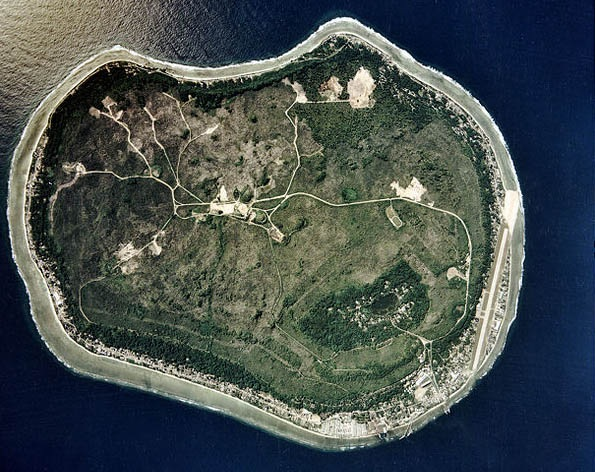 Lạ lùng hòn đảo giàu có nhờ kiếm tiền từ... phân chim - 2