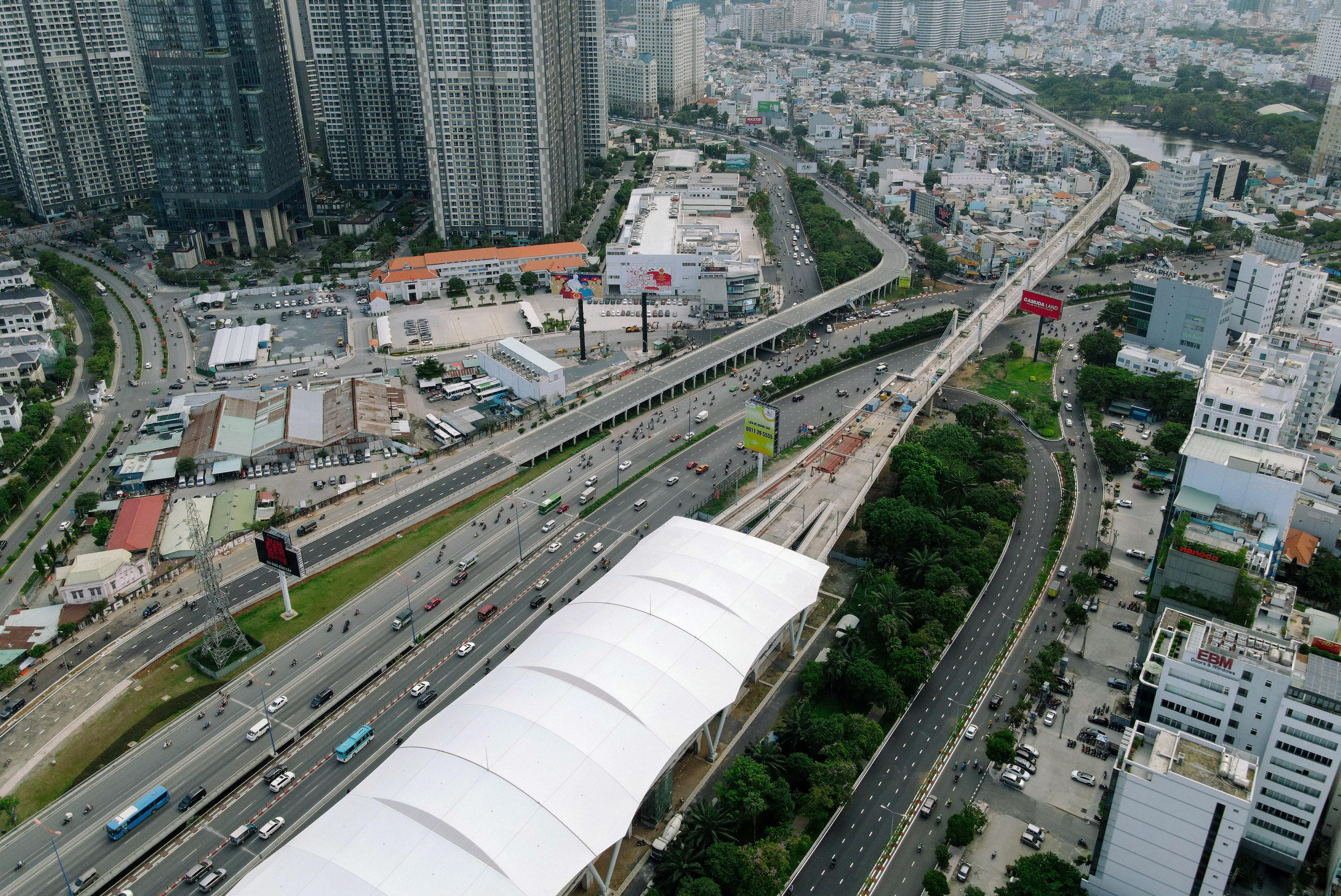 Ngắm tuyến metro đầu tiên của TPHCM sau gần 10 năm chờ đợi - 20