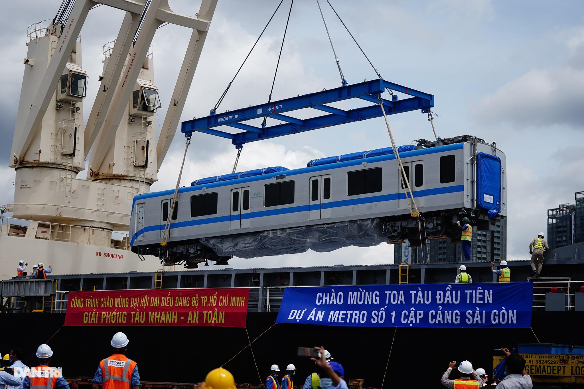 Ngắm tuyến metro đầu tiên của TPHCM sau gần 10 năm chờ đợi - 17