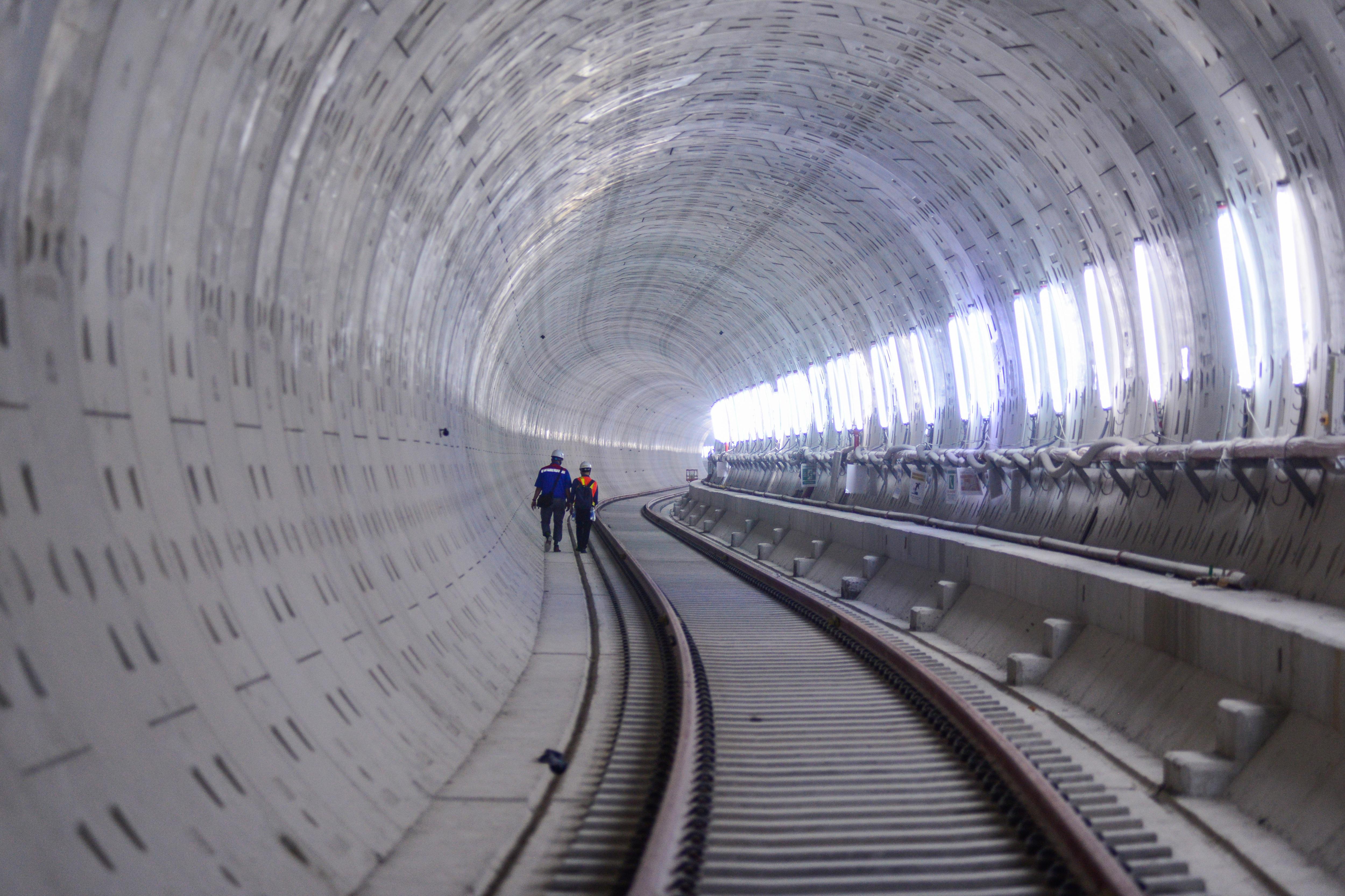 Ngắm tuyến metro đầu tiên của TPHCM sau gần 10 năm chờ đợi - 11