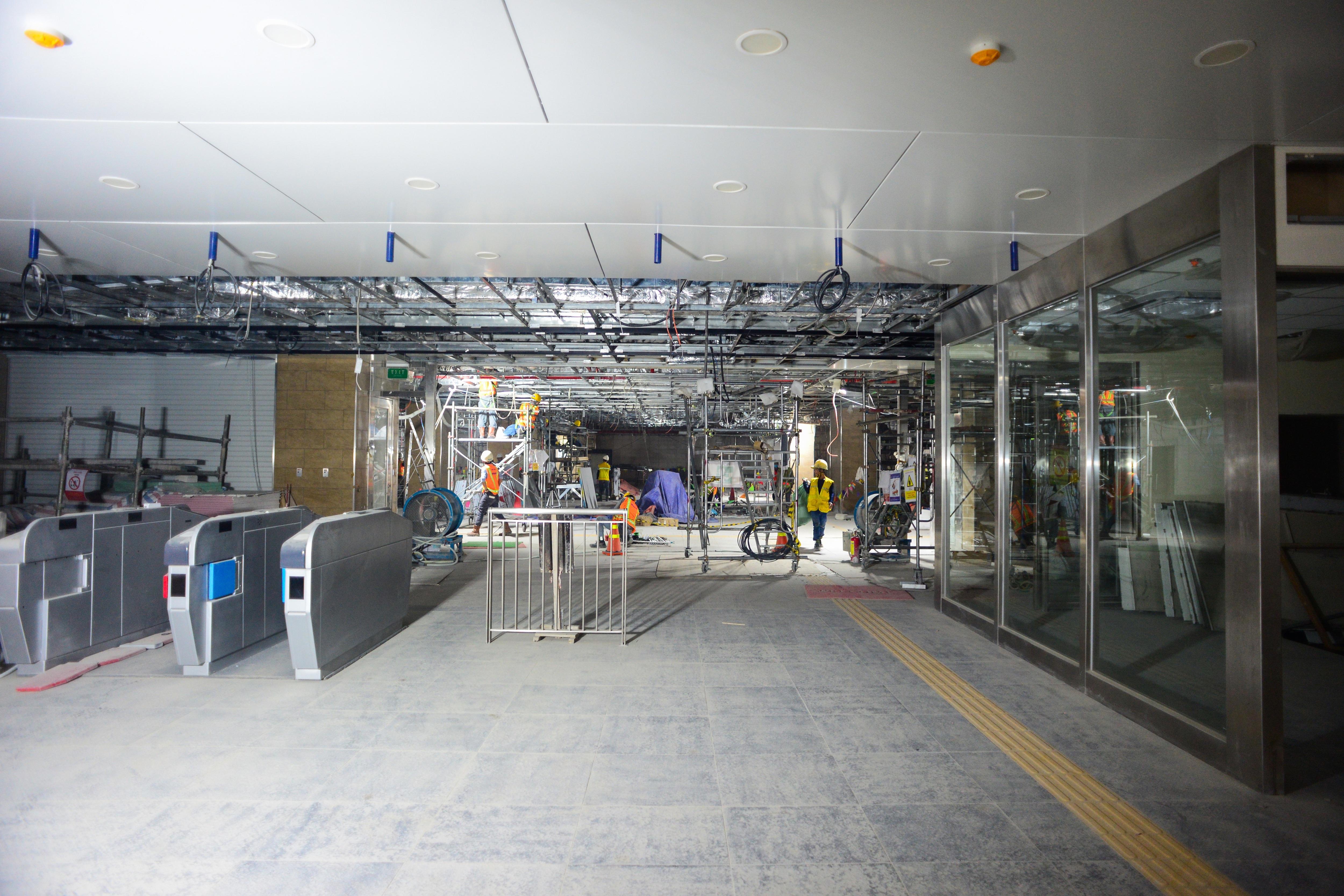 Ngắm tuyến metro đầu tiên của TPHCM sau gần 10 năm chờ đợi - 8