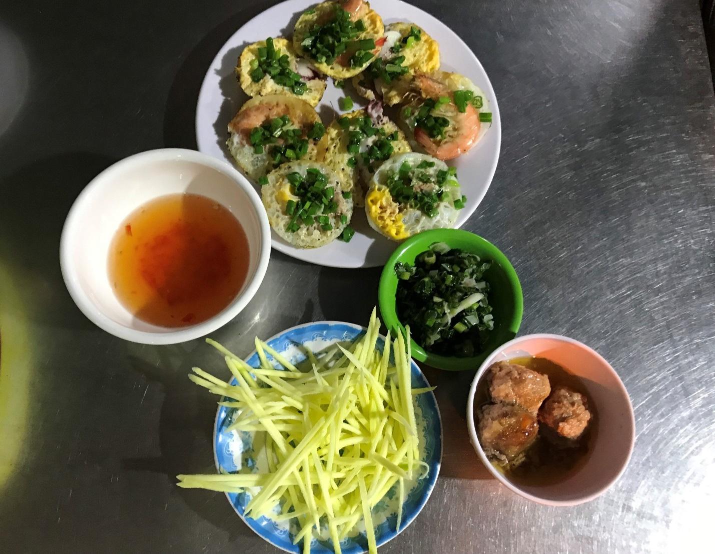 Đặc sản Nha Trang ăn cả chục cái mới no, chủ quán bán hơn 1000 cái/ngày - 6