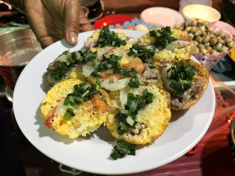 Đặc sản Nha Trang ăn cả chục cái mới no, chủ quán bán hơn 1000 cái/ngày - 7