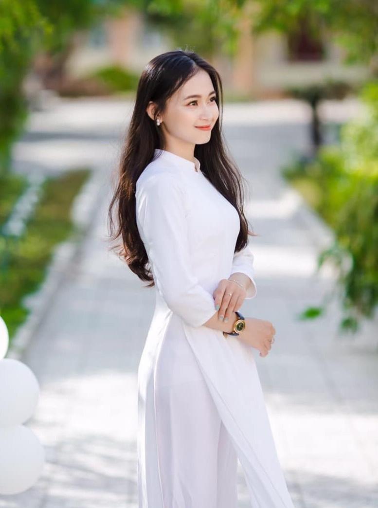 Nữ sinh Quảng Bình xinh xắn, hát dân ca ngọt như mía lùi - 2