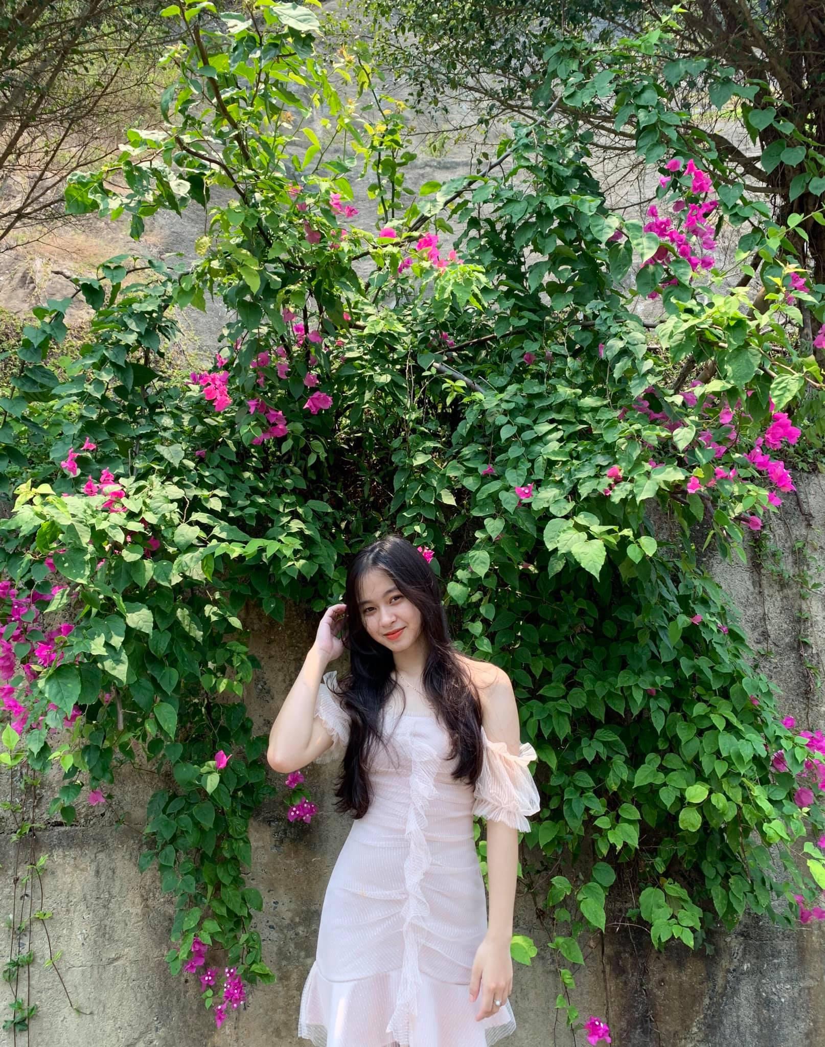 Nữ sinh Quảng Bình xinh xắn, hát dân ca ngọt như mía lùi - 4