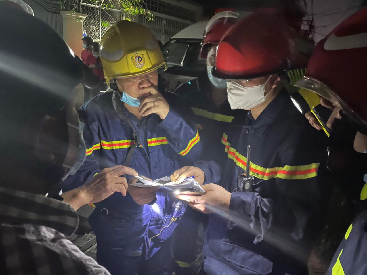 Hiện trường vụ cháy làm 8 người tử vong thương tâm ở TP HCM - 8