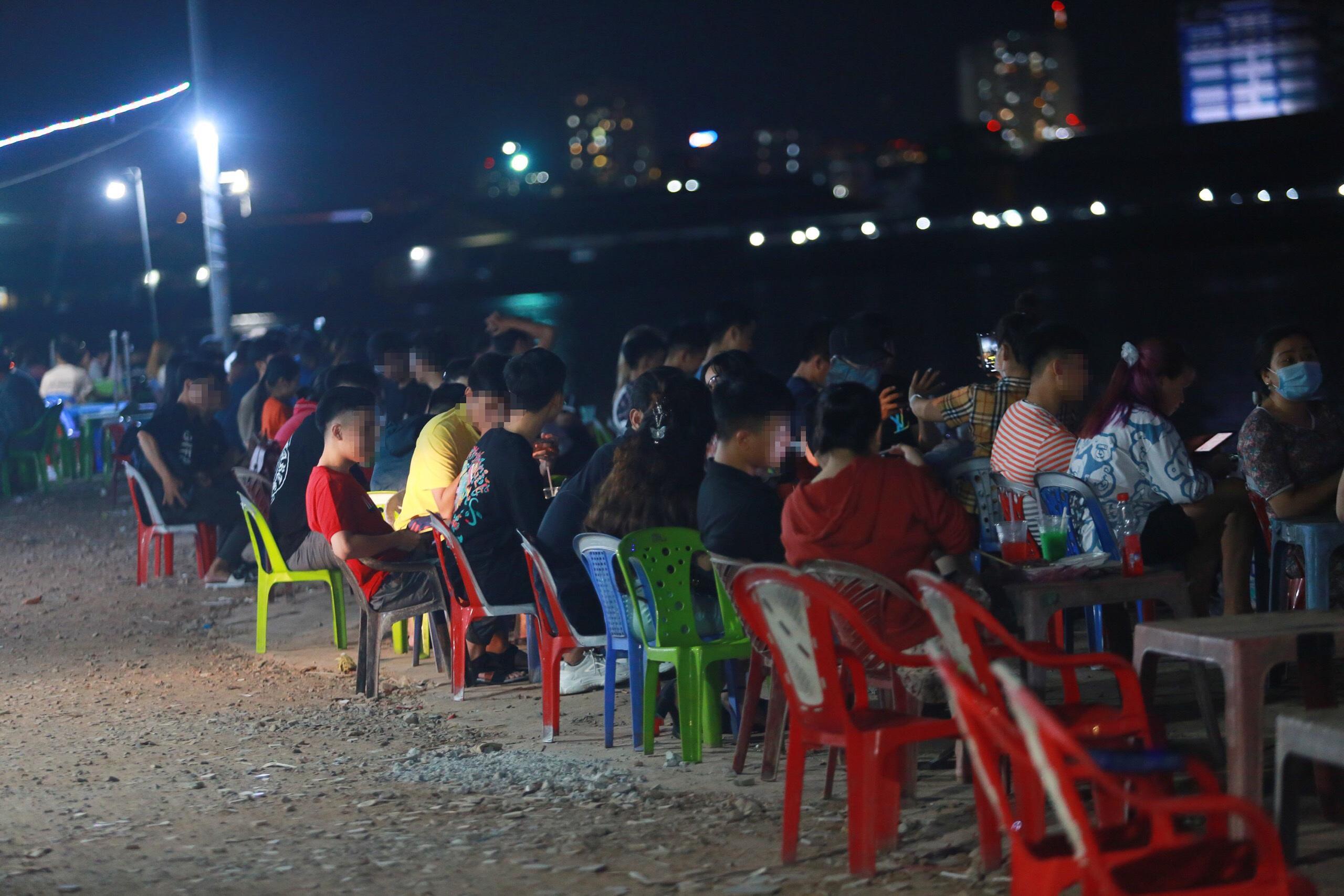 Quán nhậu Sài Gòn xập xình, nhộn nhịp bất chấp lệnh cấm tụ tập đông người - 8