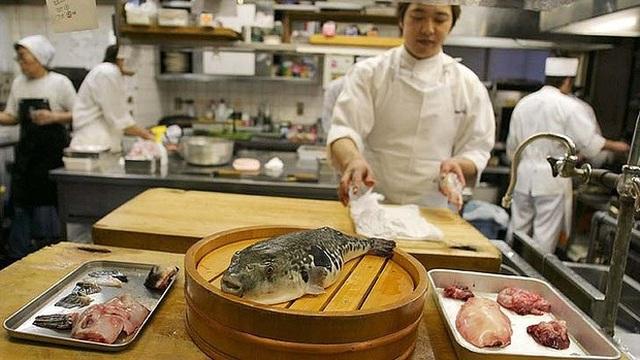 Đặc sản kịch độc chết người vừa ăn vừa run có giá đắt đỏ ở Nhật - 3
