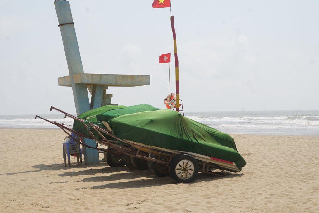 Thành phố biển Sầm Sơn ngủ đông ngay những ngày đầu hè - 14
