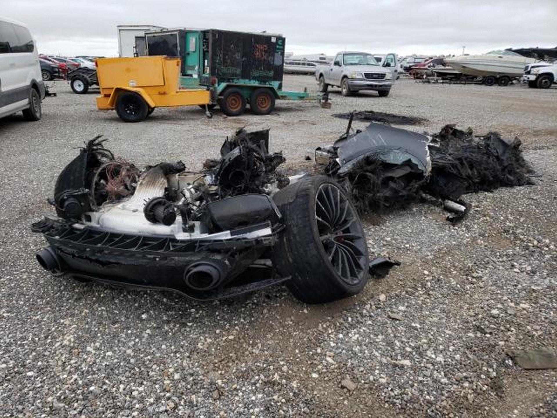 Siêu xe McLaren bị cháy thành tro vẫn được rao bán - 1