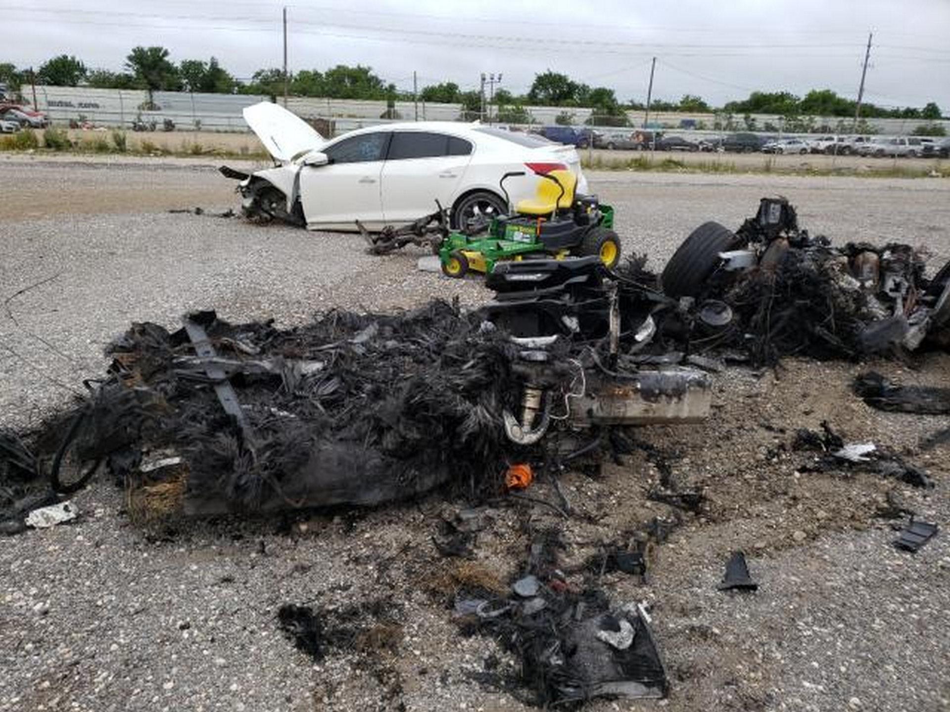 Siêu xe McLaren bị cháy thành tro vẫn được rao bán - 8