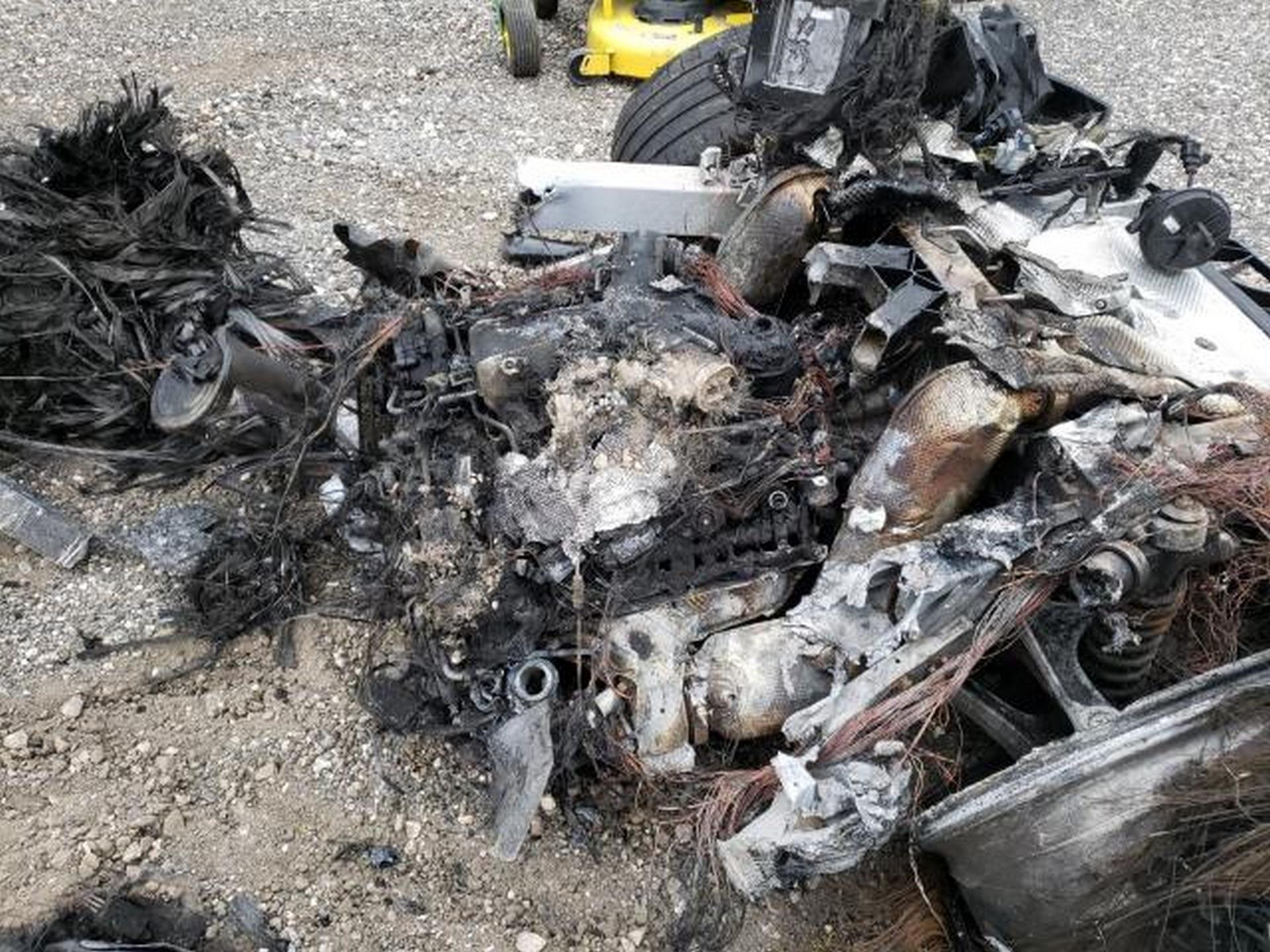 Siêu xe McLaren bị cháy thành tro vẫn được rao bán - 5