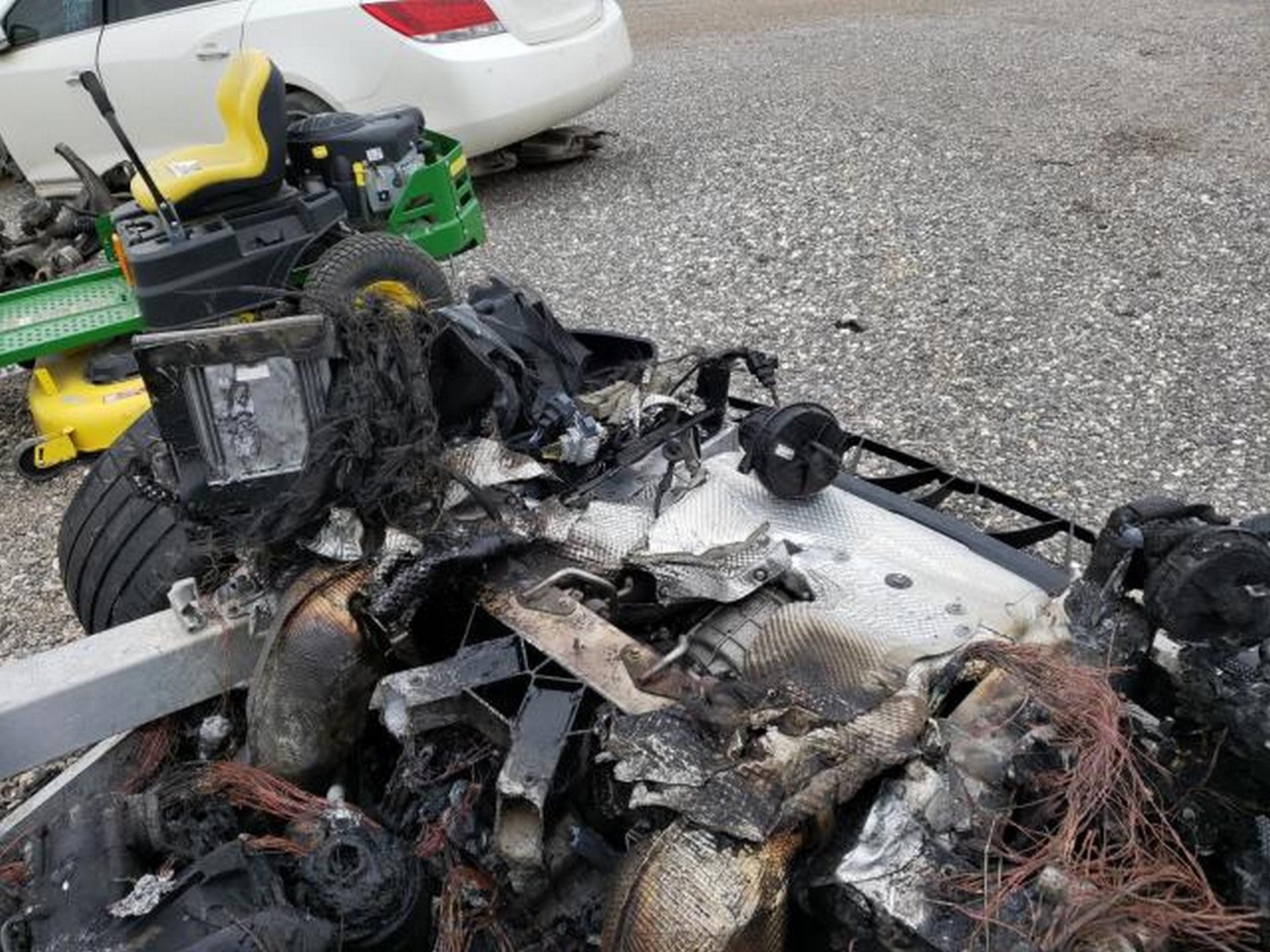 Siêu xe McLaren bị cháy thành tro vẫn được rao bán - 7