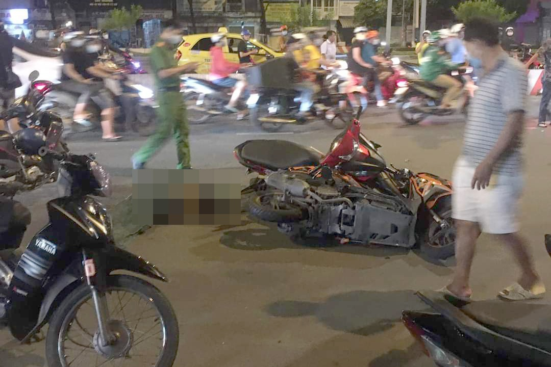 Nghi án tên cướp gặp tai nạn tử vong sau khi giật điện thoại - 2