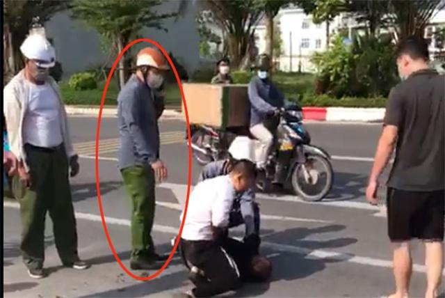 Bộ Công an nói về mức kỷ luật đại úy công an đứng nhìn tài xế taxi bắt cướp - 1
