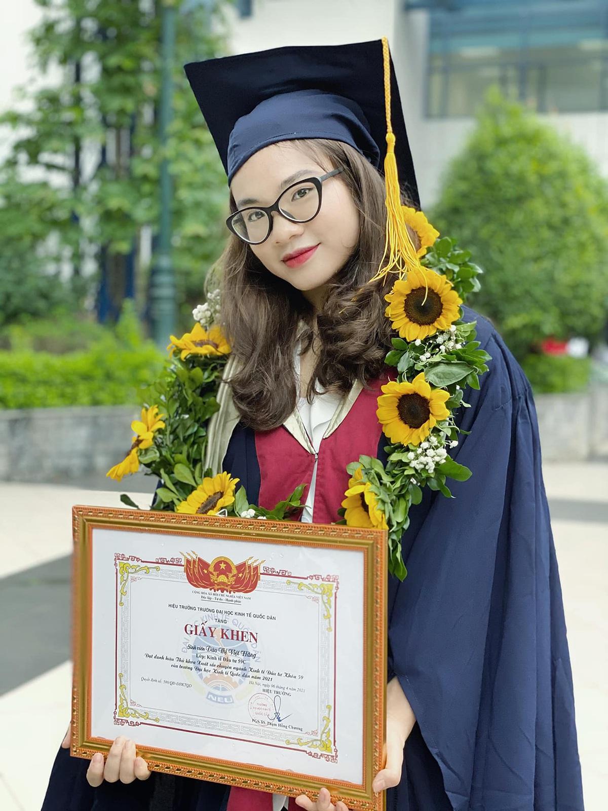 Nữ thủ khoa tốt nghiệp sớm, xinh đẹp không kém hot girl - 1